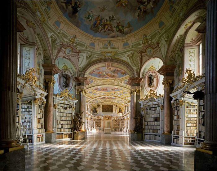 Построена в 1865 г. и является одной из наиболее интересных достопримечательностей Австрии.